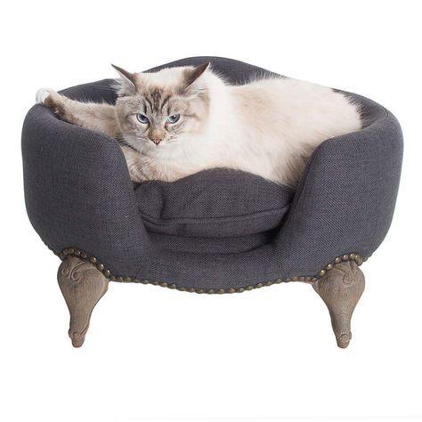 Kattensofa Antoinette Fusili Dark Blue/Grey  Stijlvolle, luxe en comfortabele sofa waar uw huisdier heerlijk in kan vertoeven. De sofa is voorzien van een solide eiken houten frame, welke duurzaam en bijzonder stijlvol is.  De sofa is voorzien van een bijpassend kussen, welke dankzij de behandeling met Teflon® vuil- en waterafstotend is. Het kussen is wasbaar op 30 graden.       Produktoverzicht:Kleur:           Maat:       sofa Antoinette Fusili Dark Blue/Grey  in Rococo stijl met…