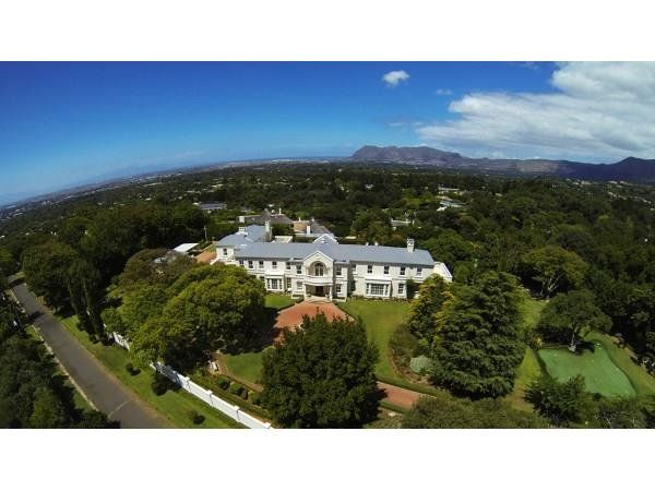 5 bedroom house in Constantia, , Constantia, Property in Constantia - M66466. Stunning home, furnishings, not so much