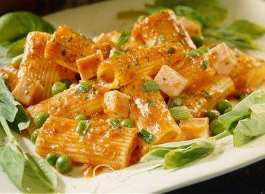 Un bon repas de rigatoni au jambon et aux petits pois ça vous tente? #recette #pates