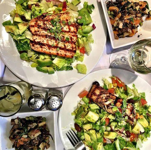 Les inspirations food sur l'Instagram de Meghan Markle : les salades avec grillade avocat et tomates