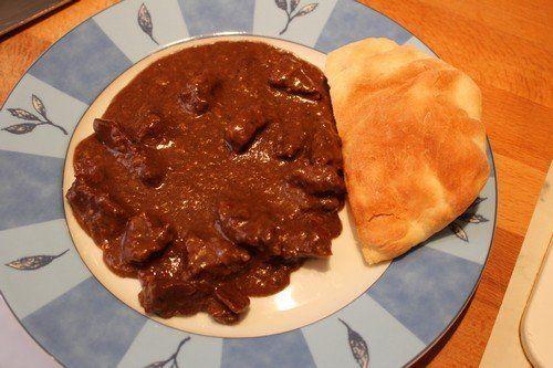 Chilis, csokoládés, vörösboros marharagu     Már nagyon régóta terveztem, hogy valami csokis-chilis húst fogok itthon készíteni, de úgy gondoltam, hogy mindaddig ezt hanyagolom, míg az erre megfelelő hús nem áll a rendelkezésemre. A napokban a hentesünknél nagyon szép és egészséges marhahúsokat kaptunk, így belevágtam a...