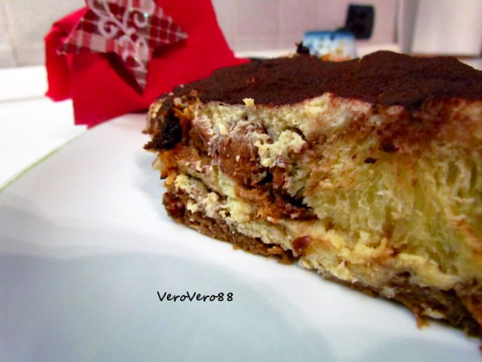 TIRAMISU' di PANETTONE con CREMA al MASCARPONE - PANETTONE TIRAMISU' with MASCARPONE CREME #christmas #natale #ricetta #recipe #panettone #pandoro #VeroVero88 #dessert #mascarpone #crema #creme #tiramisu