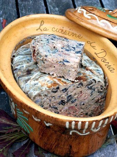 Une recette du Saveurs n°205... Ingrédients 750 gr de foies de volaille 450 gr de gorge de porc 125 gr de jambon de pays en tranche épaisse 50 gr de trompettes de la mort séchées 2 échalotes ciselées 1/2 botte de persil plat haché 1 gousse d'ail hachée...