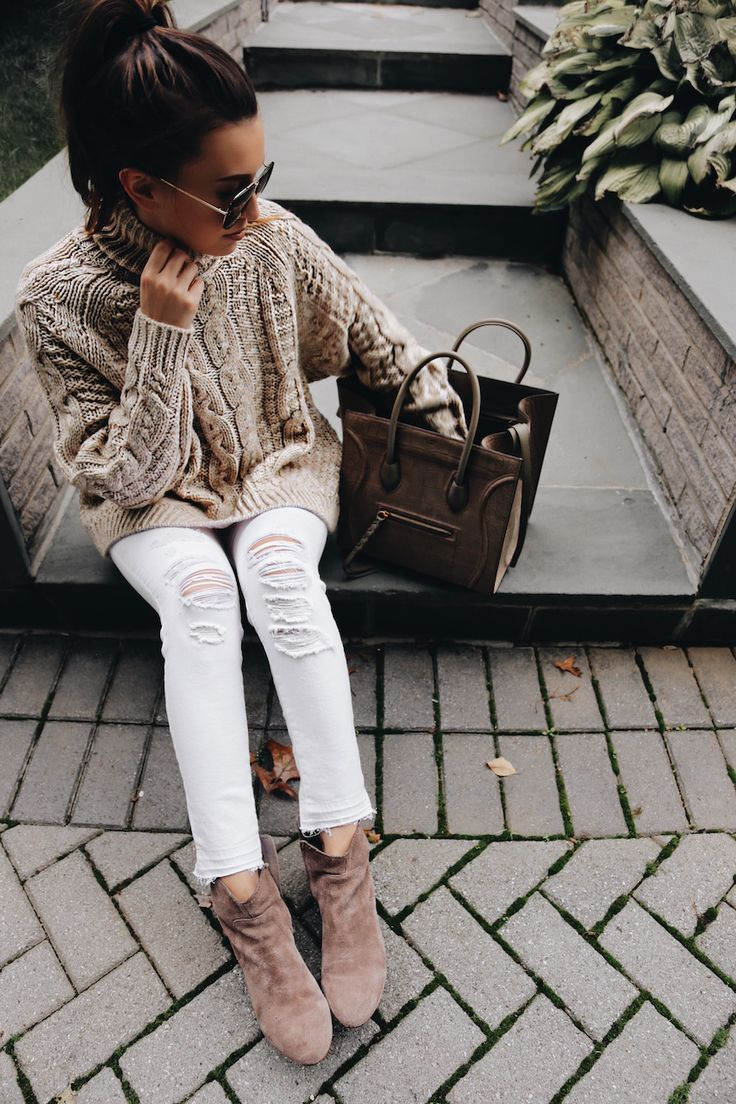 Chunky knit sweater, ripped white jeans and suede booties outfit