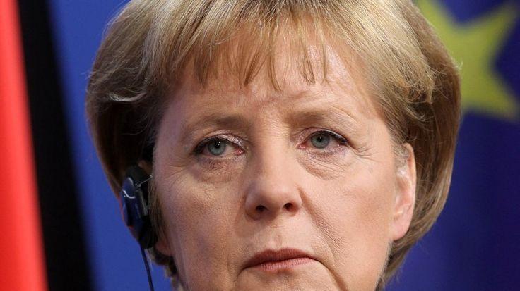 Wir fordern das Misstrauensvotum: Rücktritt der Bundeskanzlerin Dr. A. Merkel und sofortige Neuwahl der Bundesregierung --- Resignation of the German Chancellor Dr. A. Merkel and immediate reelection of the German Government
