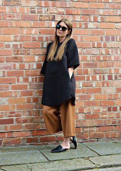 Get this look: http://lb.nu/look/8341112  More looks by Angharad Jones: http://lb.nu/user/1555461-Angharad-J  Items in this look:  Han Kjobenhavn Sunglasses, Cos Dress, Zara Culottes, New Look Shoes   #simple #minimalist #oversized #neoprene #mules