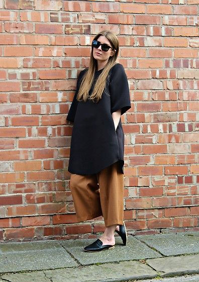 Get this look: http://lb.nu/look/8341112  More looks by Angharad Jones: http://lb.nu/user/1555461-Angharad-J  Items in this look:  Han Kjobenhavn Sunglasses, Cos Dress, Zara Culottes, New Look Shoes   #simple #minimalist #oversized #neoprene #mules