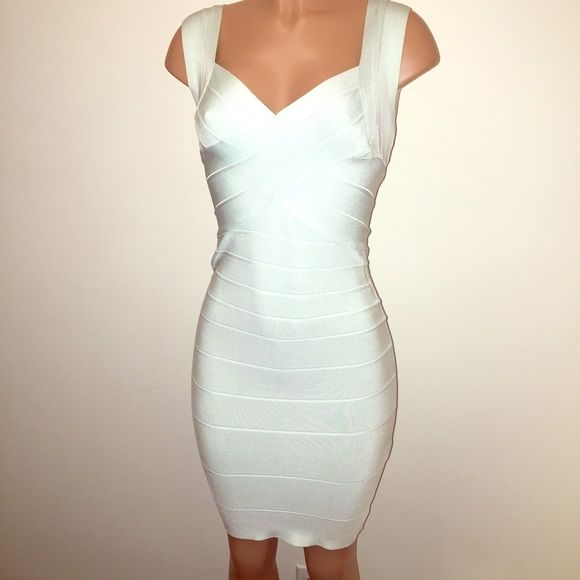 Mint green bandage dress|high quality BOUTIQUE BRAND 90210• size small (best to fit a 4 maybe a small 6(tag & size tag has been taken off) •very high quality bandage dress, comparable to the same feeling & fabrics of the Hervé bandage dress• stunning sleek look atop a beautiful mint green color!!• this dress is a head turner, and makes you so skinny and perfect!! Good condition, no damages noted. Offers are welcome!  Boutique Dresses Midi