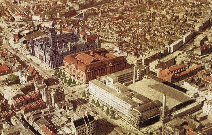 Luchtfoto van de coolsingel met beurdgebouw, postkantoor, stadhuis, 1936-1937