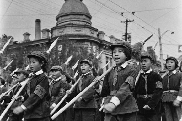china's cultural revolution The photographer li zhensheng documented china's cultural revolution for his local paper in harbin, but soon started taking pictures that didn't align with the community party dogma and, fearing retribution, hid them.