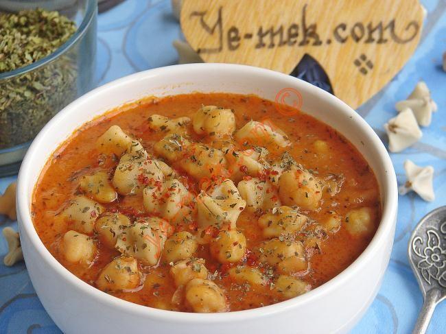 Mantılı Çorba (Yüksük Çorba) Resimli Tarifi - Yemek Tarifleri