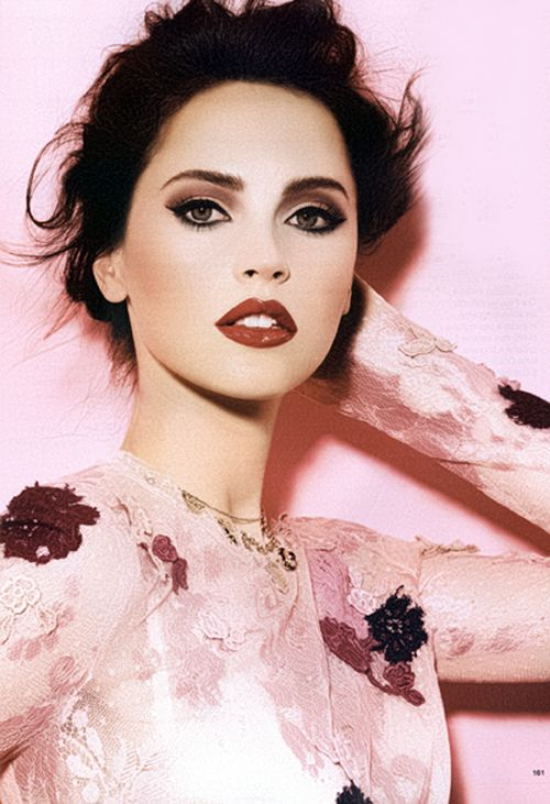 Smoky eyes and raisin lips are a sultry but chic combination.