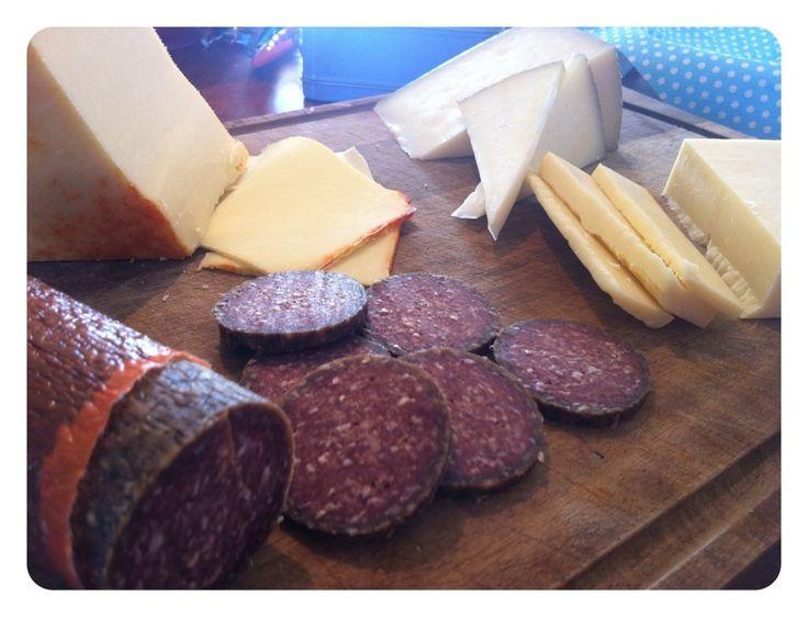 Dalsbakkegaard · Fedtfattige og kødfulde pølser af Angus kødkvæg - kalv- og oksekød samt andre delikatesser og specialiteter. Udvalgte vine fra Alsace og Rhône distriktet.