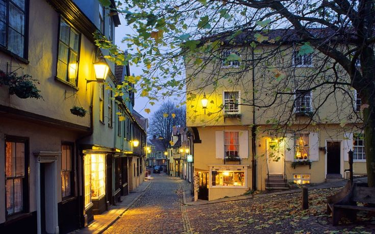 Elm Hill - Norwich Elm Hill is the best-preserved medieval street in Norwich, and one of the best in the country. The majority of the houses...