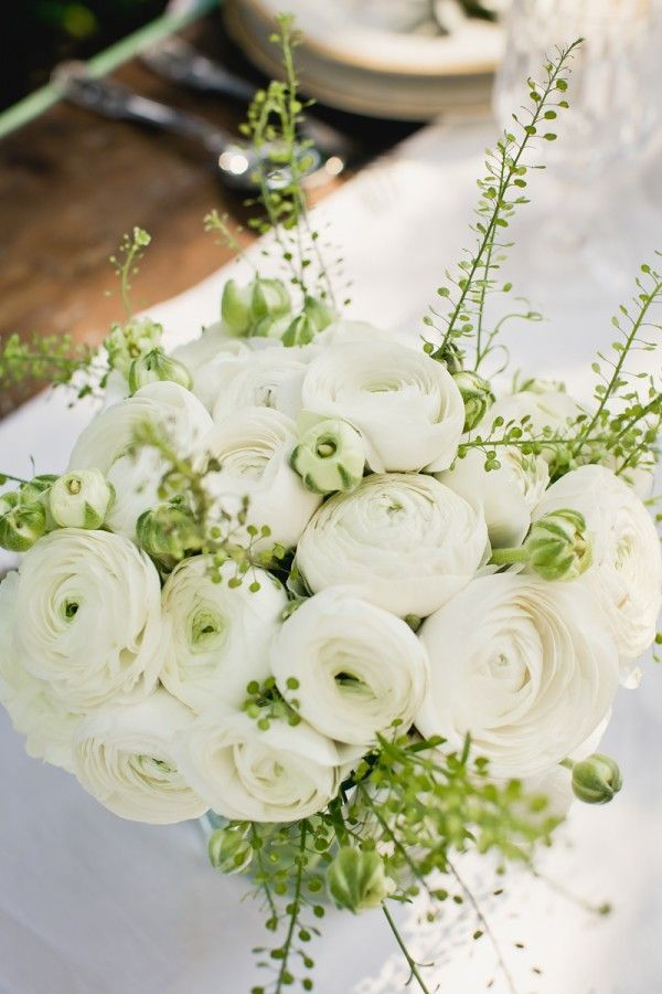 White-Ranunculus-Centerpiece | photography by http://www.cinziabruschini.it/home.html