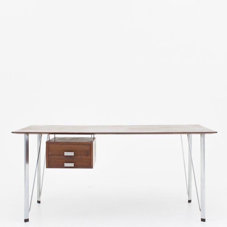 Desk in wengé