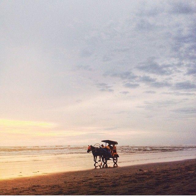 this good pict is shot by brainy #jogjaPhotographer:  @aabdrohim  taken at Pantai Parangtritis       ------ #photographerjogja #jogja #photographer #photooftheday #foto #indonesia #fotografi #kamera #kangenjogja #rindujogja #photography
