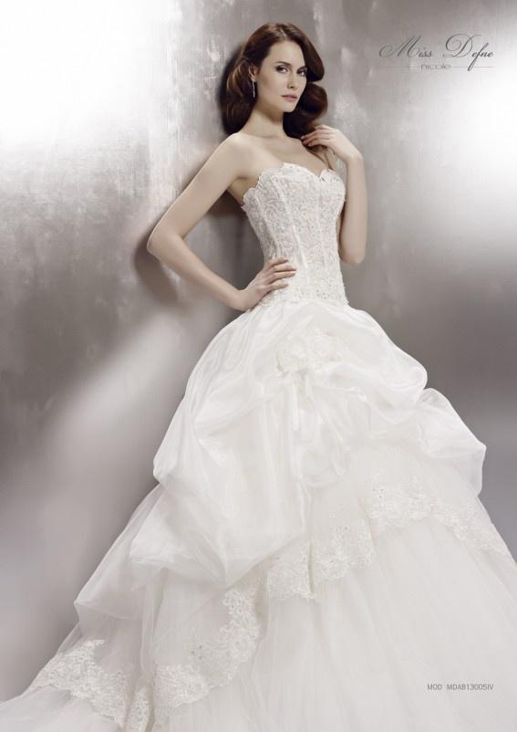 Collezione abiti da sposa #MissDefne, abito da #sposa modello MDAB13005IV