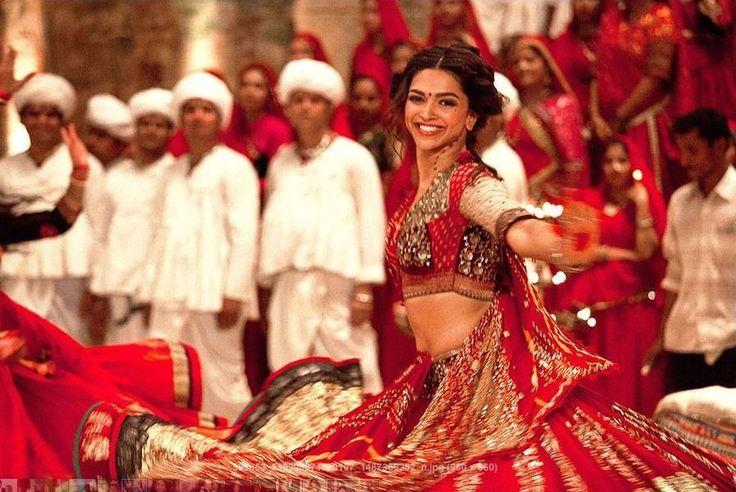 A indiana Deepika Padukone fecha a lista das 10 atrizes mais bem pagas do último ano segundo a Forbes. Pouco conhecida no Ocidente, ela é estrela de filmes e publicidade na Índia, e ganhou um total de respeitáveis U$ 10 milhões no período considerado.
