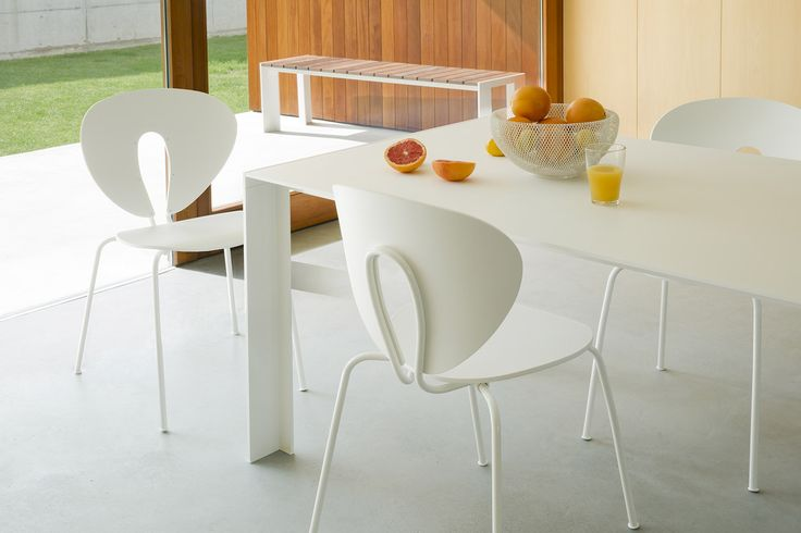 These are white christmas only in the furniture because we are seeing no snow here! Look this dining area with STUA Deneb table and Globus chairs. DENEB: www.stua.com/eng/coleccion/deneb.html GLOBUS: www.stua.com/eng/coleccion/globus.html