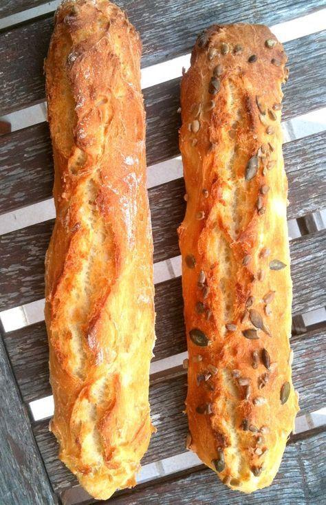 Baguettes magique de Rose 375 g farine, 8 g sel, 12 g levure fraîche, 300 cl eau tiède diluer levure dans un peu d'eau, ajouter le reste d'eau, ajouter farine et sel et mélanger avec une spatule couvrir et laisser lever 1h 30 verser en 2 à 4 portions sur du papier sulfurisé sur la grille - entailler 2 à 3 fois préchauffer à 240°, eau dans lèchefrite dans le fond et cuire 30 min.