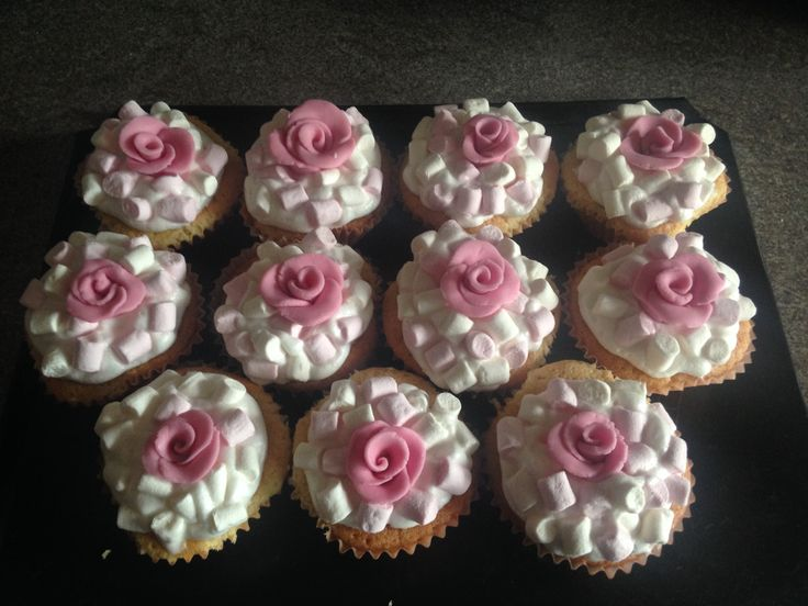 Hand made icing roses on Vanilla Cupcakes, with marshmallows and fondant frosting.