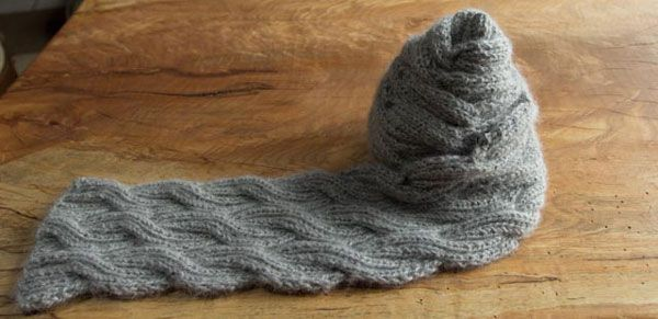 Reversely Cabled (a free scarf knitting pattern)