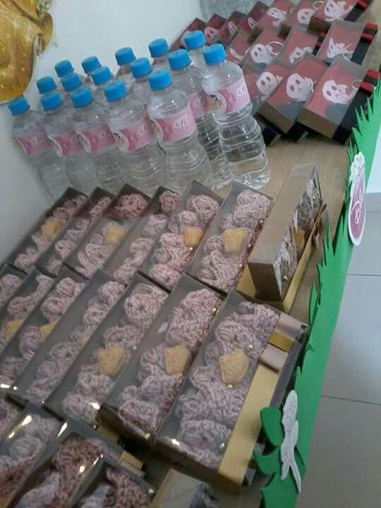 Festa Princesas feita por Sua Festa Organizada (www.facebook.com/festaorganizada) - lembrancinhas: coroas de croché com sabonetinhos (meninas) e kit pirata (meninos)