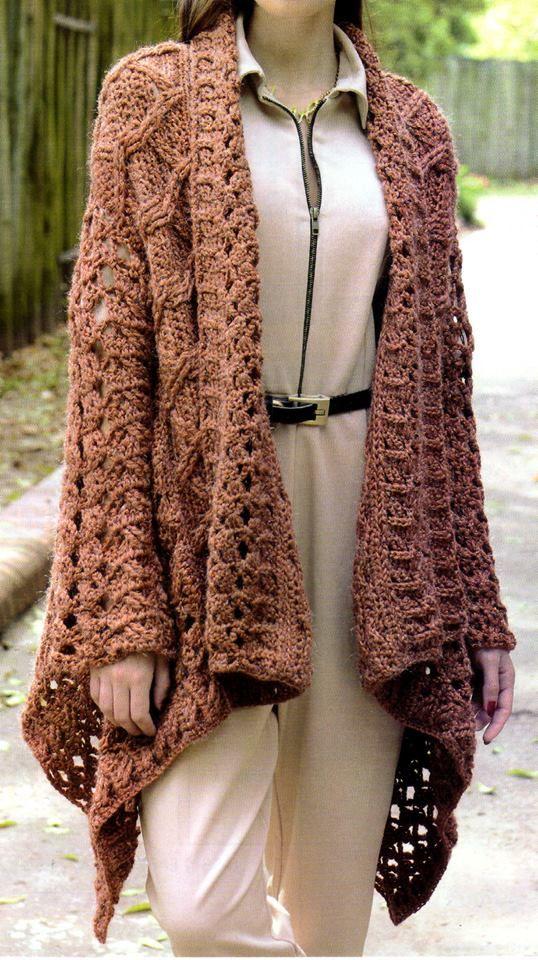Saco descontracturado tejido en crochet. Un mix de puntos hacen de este abrigo, tejido en tres tiras, una opción práctica para...