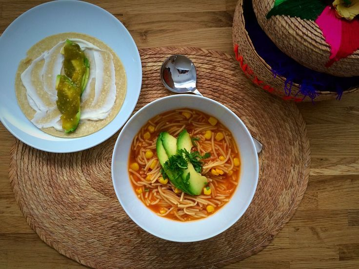 Here's the thing! Today I was so busy that first I didn't have time to cook a long and time consuming dish and second my fridge looked like the Vizcaino desert in Baja, so …