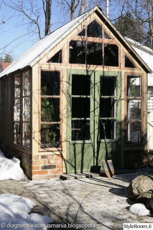 kasvihuone,talvi,pariovet,vanhat ikkunat,tiilimuuri,piha,Tee itse - DIY