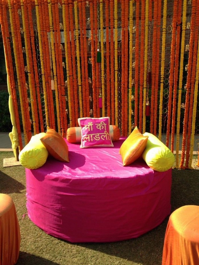 Best Mehendi Decor Ever - Kalire interspersed with flowers for a gorgeous mehendi backdrop