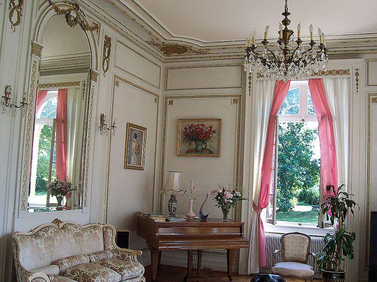 a flutter of pink in a pale room. Château néo-Renaissance (Creuse)