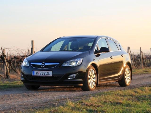 [Opel Astra 1,7 CDTi Ecotec Sport] In der Kompaktklasse ist der Astra der ewige Verfolger des Golf. In unserem Test zeigt er im Sport-Trimm, was er kann und was für ihn spricht. #opel #astra