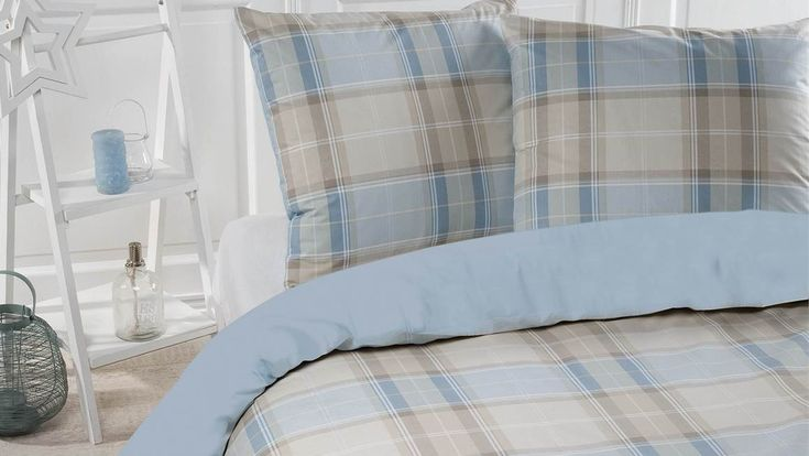 Het Papillon Portland dekbedovertrek heeft een mooi ruitdessin in de kleur lichtblauw. Goed te combineren met ander bedtextiel, zoals een bedsprei.