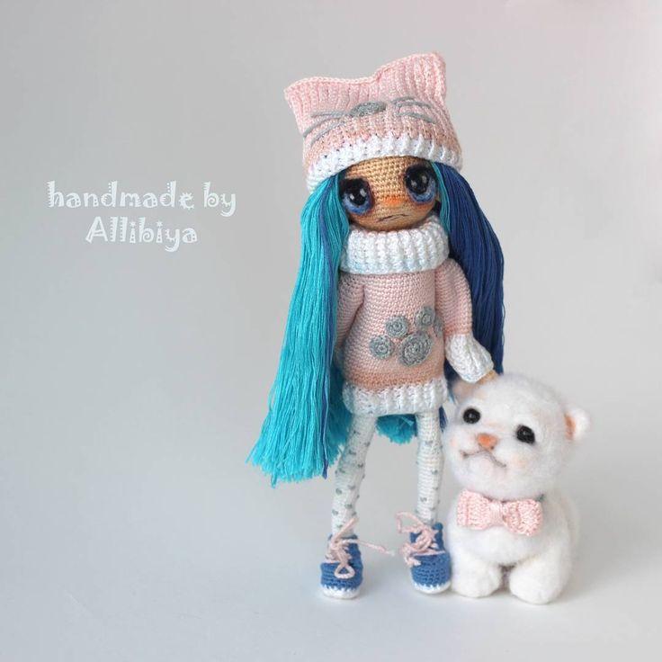А знаете, чем она мне особенно дорога? Это первая моя кукла, которая самостоятельно и достаточно уверенно стоит, если найти её положение равновесия. #weamiguru #amigurumidoll #instacrochet #instadoll #crocet #куклавязаная #кукларучнойработы #куклакрючком #вяжутнетолькобабушки #handmade #toys_gallery #интересное #грусть #каркаснаякукла #doll #фелтинг #валяная_игрушка #валянаякошка #шерстяной #игрушкаизшерсти #валянаяминиатюра #миниатюрадлякукол #миниатюра #белгород