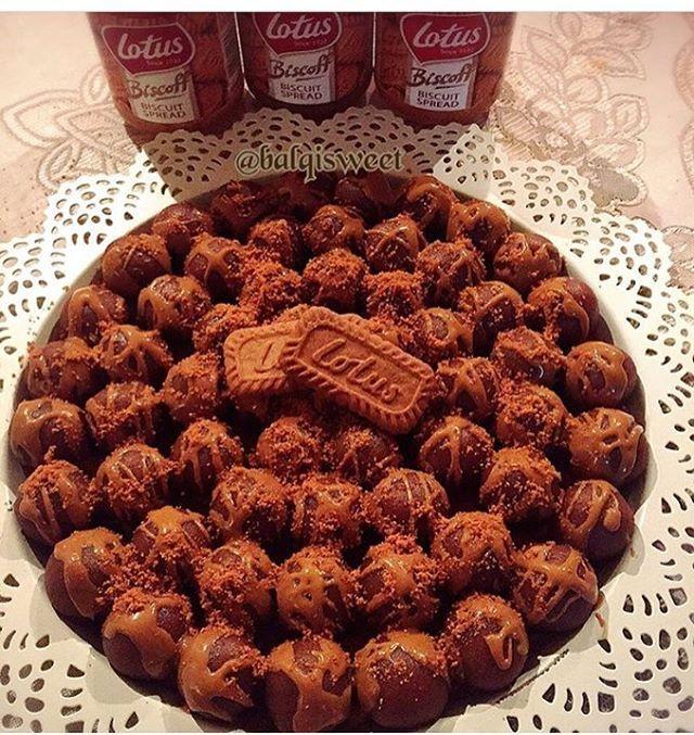 للبنات اللي دايما يسألوني عن الطريقه حلى كرات اللوتس المقادير علبه كيك بيتي كروكر اصفر ٢٥حبه Biscoff Food Desserts
