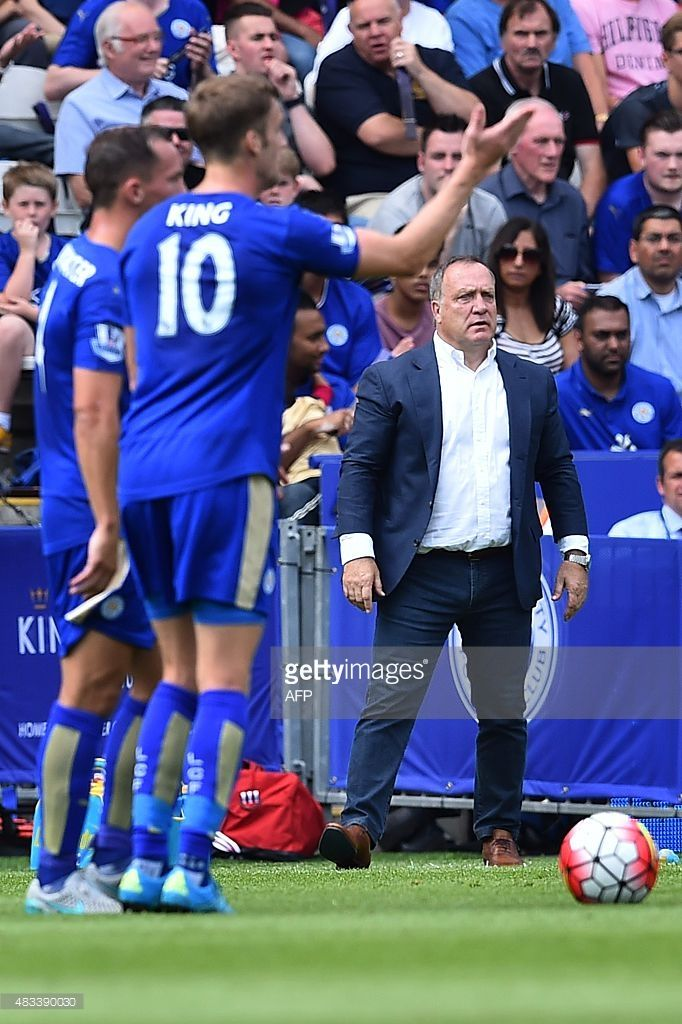 Kingy & Drinky rSunderland's Dutch manager Dick Advocaat (R) looks on from the touchline during the English Premier League football match between Leicester City and Sunderland at King Power Stadium in Leicester, central England on August 8, 2015. AFP PHOTO / BEN STANSALL No use with unauthorized audio, video, data, fixture lists, club/league logos or 'live' services. Online in-match use limited to 75 images, no video emulation. No use in betting, games or single club/league/player…