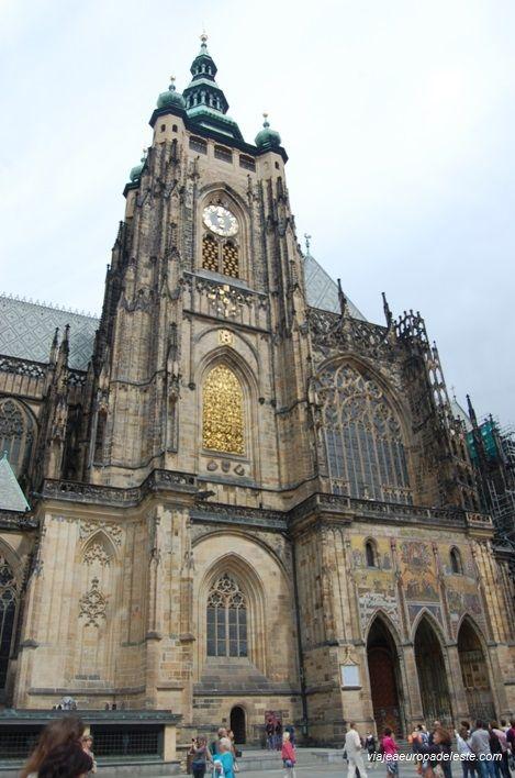 Fachada de la Catedral de Praga, en la República Checa.