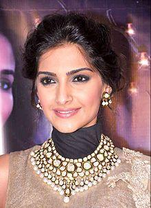 *-* Sonam Kapoor * 09.06.1985, Mumbai , Maharashtra , India Povolanie - herečka, modelka Aktívne roky 2007 - súčasnosť Rodičia Anil Kapoor (otec) Sunita Kapoor (matka)
