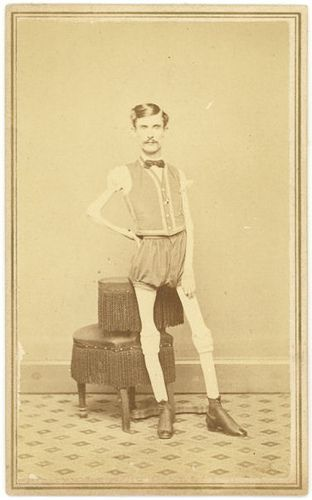 "The Living Skeleton with PT Barnum Carte de visite. On the back of this photo is handwritten: ""I.W. Sprague Age 29 years Height 5ft 5 1/2 inch Weight 46 lbs"""