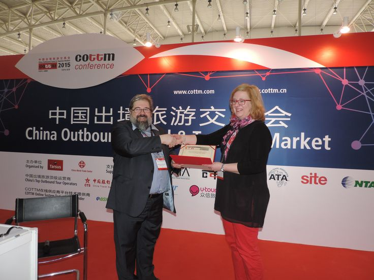 Congratulations to Levi Tourist Office for winning the bronze CTW Award in Media/Internet! Here is Ms. Maija Palosaari with COTRI director Prof. Dr. Wolfgang Georg Arlt.