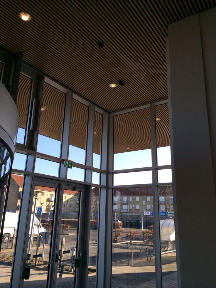 Trælameller leveret af Tripplex til VestsjællandsCenteret design Aarhus Arkitekterne. Mere information på +45 98339591 eller www.tripplex.dk