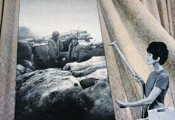 Bringing the war home_Martha Rosler. Coge imagenes del ambito de la publicidad (aspiradoras, etc) normalmente representando amas de casa felices y hace fotomontages con imagenes de la guerra.