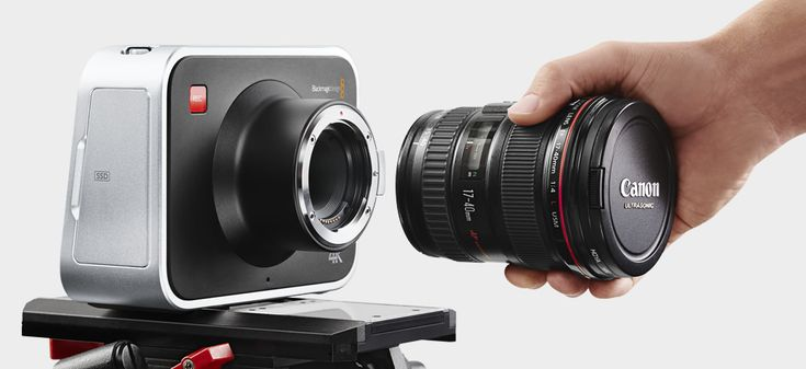 "Blackmagic Production Camera 4k dispone di sensore 4k di dimensione Super 35, attacco Canon EF, 12 stop di gamma dinamica, registra su hard disk SSD, Monitor 5"" Touchscreen LCD (800x480).4K Super 35mm Sensor with Global Shutter, Registra a 4K (3840x2160) & HD (1920x1080), 6G-SDI per una uscita in Ultra HD, Include DaVinci Resolve e UltraScope."