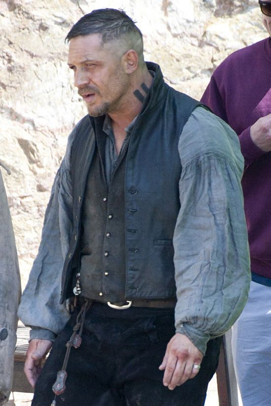 Tom-Hardy-TV-Set-Taboo-Charlestown-Harbour-Cornwall-Tom-Lorenzo-Site (5)