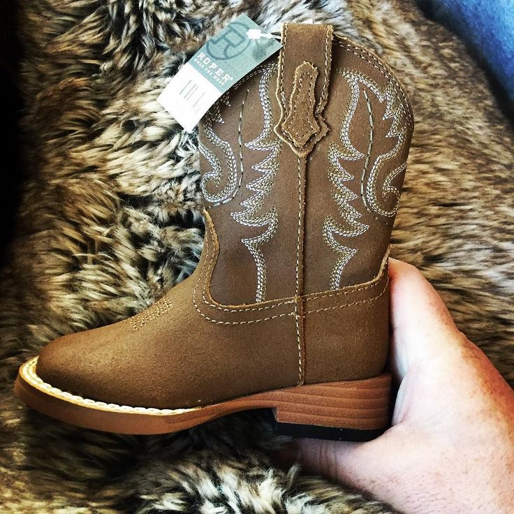 Baby cowboy boots by Roper. #infantfashion #babycowboy #cowboyboots #babyboots