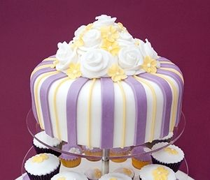 10 Lilac And Lemon Sponge Cake With White Roses 195 Cupcakes 2 50
