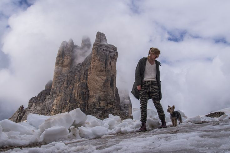 Lu the dog and Tre Cime di Lavaredo. #dogtravel #sudtirol #hikingwithdogs