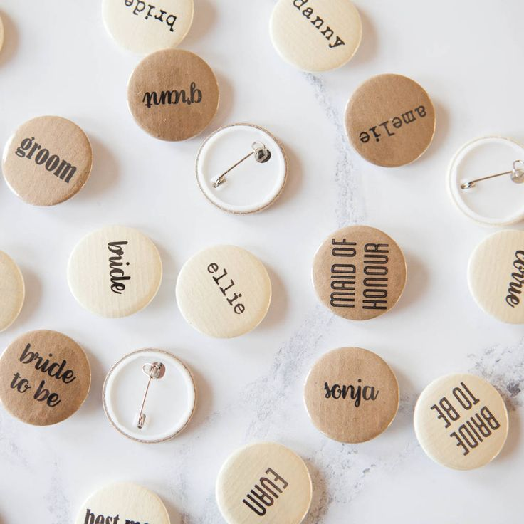 Are you interested in our name badge wedding kraft? With our personalised badges retro cream you need look no further.